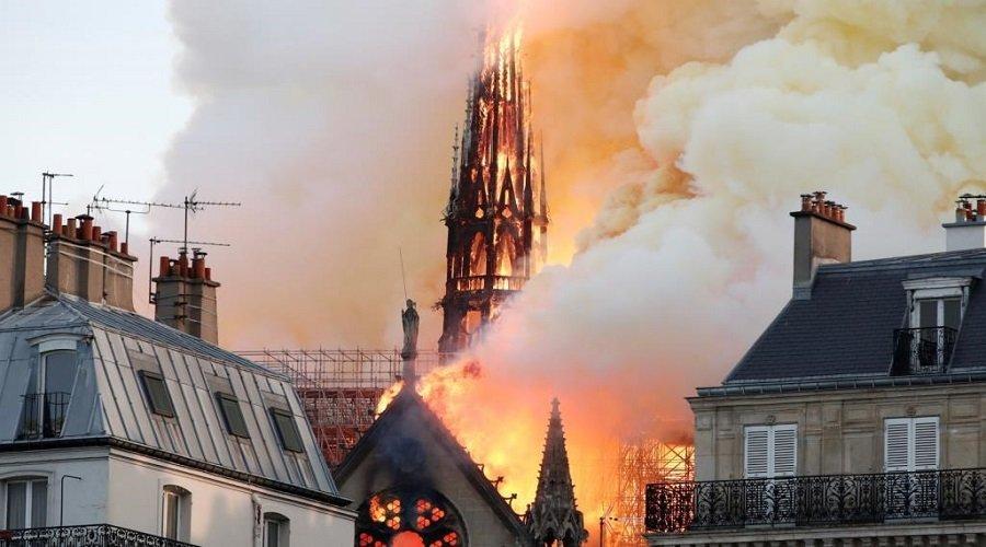 """تأخر إبلاغ الإطفاء وأعقاب سجائر.. الكشف عن """"فضائح"""" في حريق كاتدرائية نوتردام"""