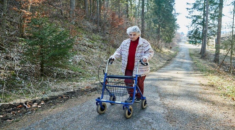 جدة في عقدها التاسع تحكي كيف رفضت التنفس الإصطناعي ونجت بفضل الكلوروكين
