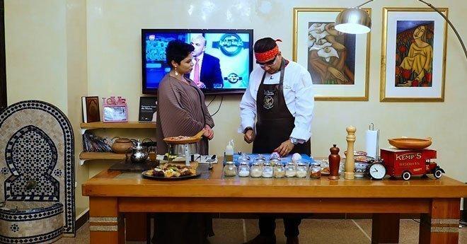 """فيديو..""""شاف سيمو"""" يكشف أسرار طفولته ويستعرض مهاراته في الطبخ"""