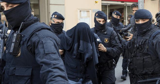 """اعتقال مغربي يدير شبكة تواصل موالية ل """"داعش"""" بإسبانيا"""