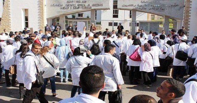 أساتذة التعليم يخوضون أول إضراب عام في عهد أمزازي