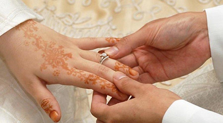 أستاذة تخلق الحدث وتتزوج بتلميذ يدرس في الباكالوريا