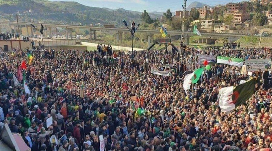 مظاهرة حاشدة بوسط الجزائر إحياء للذكرى الثانية لانطلاق الحراك