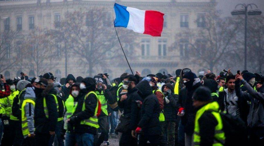 احتجاجات فرنسا تتواصل والشرطة تحاصر قصر الإليزيه
