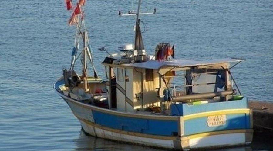 طرفاية..إنقاذ 30 شخصا بعد اصطدام قارب صيد مغربي بأحد الشعاب البحرية