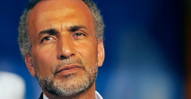 طارق رمضان في ورطة بسبب وصف إحدى ضحاياه لندبة على جسده