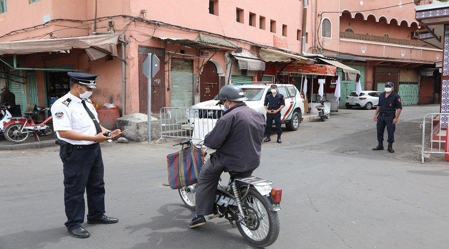 السجن والغرامة في انتظار من يخالف إجبارية ارتداء الكمامة بالمغرب