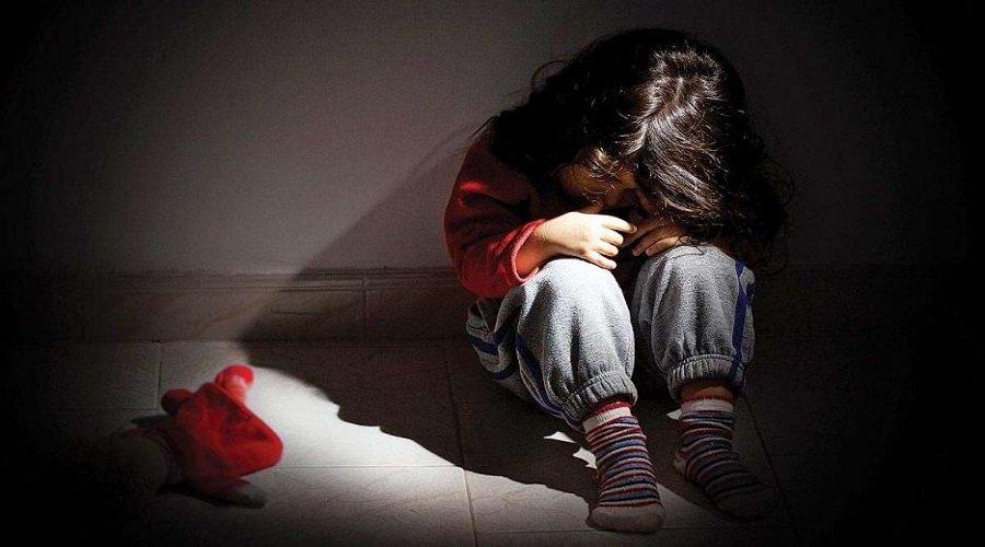 اعتقال أبوين عرّضا طفلتهما للإيذاء