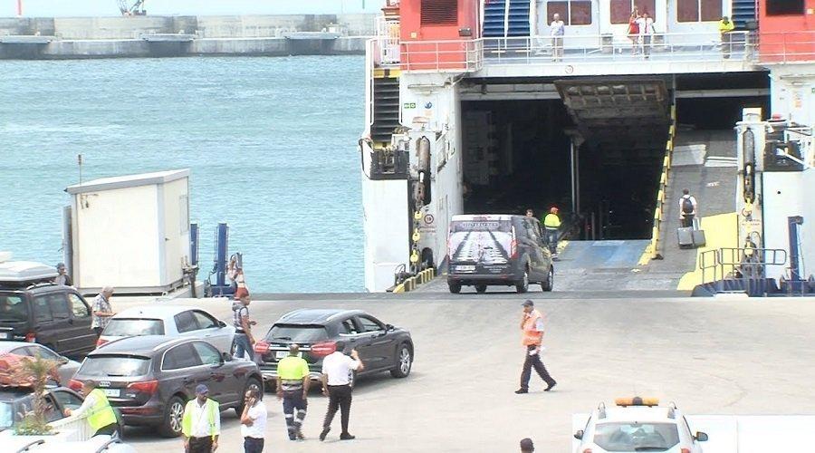 المغرب يجهز سفينتين بمختبرات للكشف عن كورونا في صفوف المغاربة العائدين