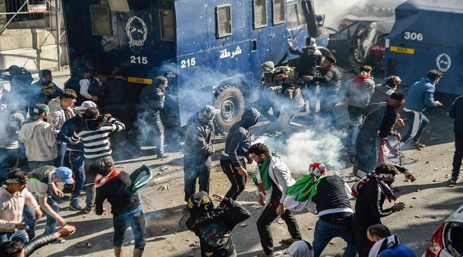 اعتقال 180 شخصا وإصابة العشرات خلال احتجاجات الجزائر