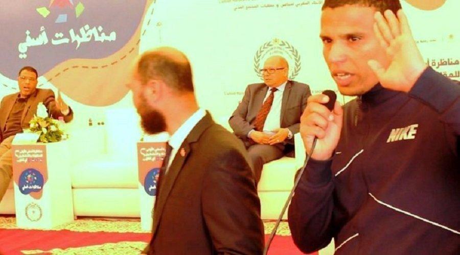 """عمدة يصف معطلا بـ""""الحمار"""" أمام وزير"""