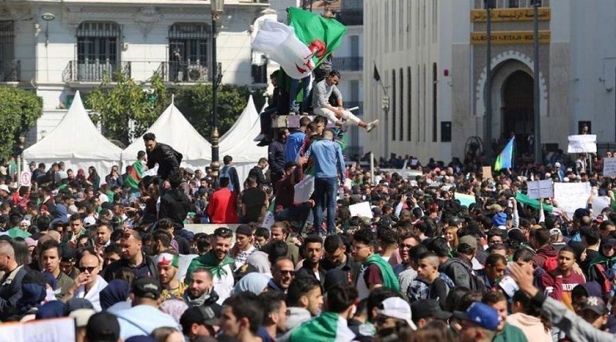 مظاهرات حاشدة بالجزائر رفضا لتمديد العهدة الرابعة لبوتفليقة