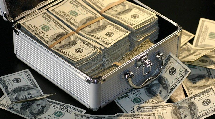 نيجيري نصب على مغاربة في فيسبوك بحقيبة بها 2.5 مليون دولار
