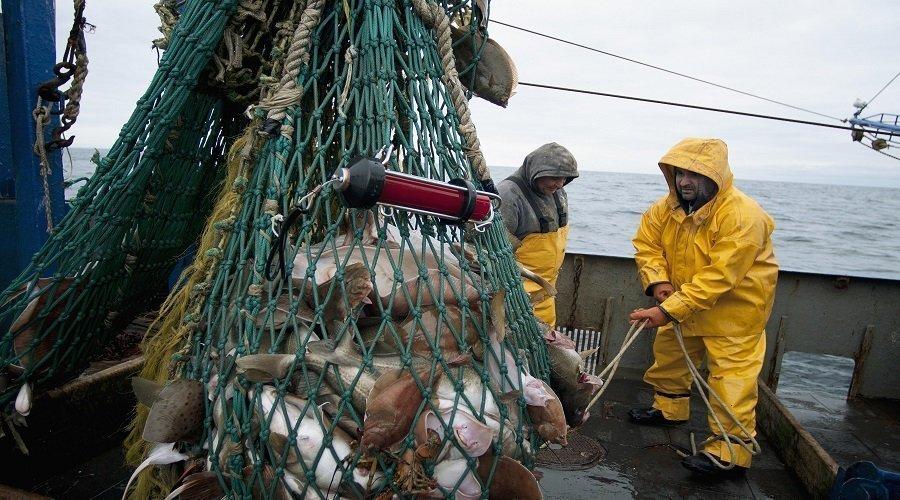 أسطول الصيد الإسباني يرتقب العودة إلى المياه المغربية