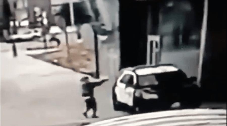 بالفيديو.. إطلاق النار على عنصرين من الشرطة الأمريكية