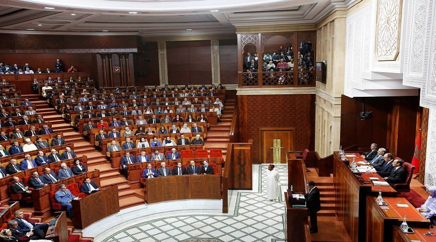 البرلمان يخالف الدستور ويغلق أبوابه قبل الوقت المحدد
